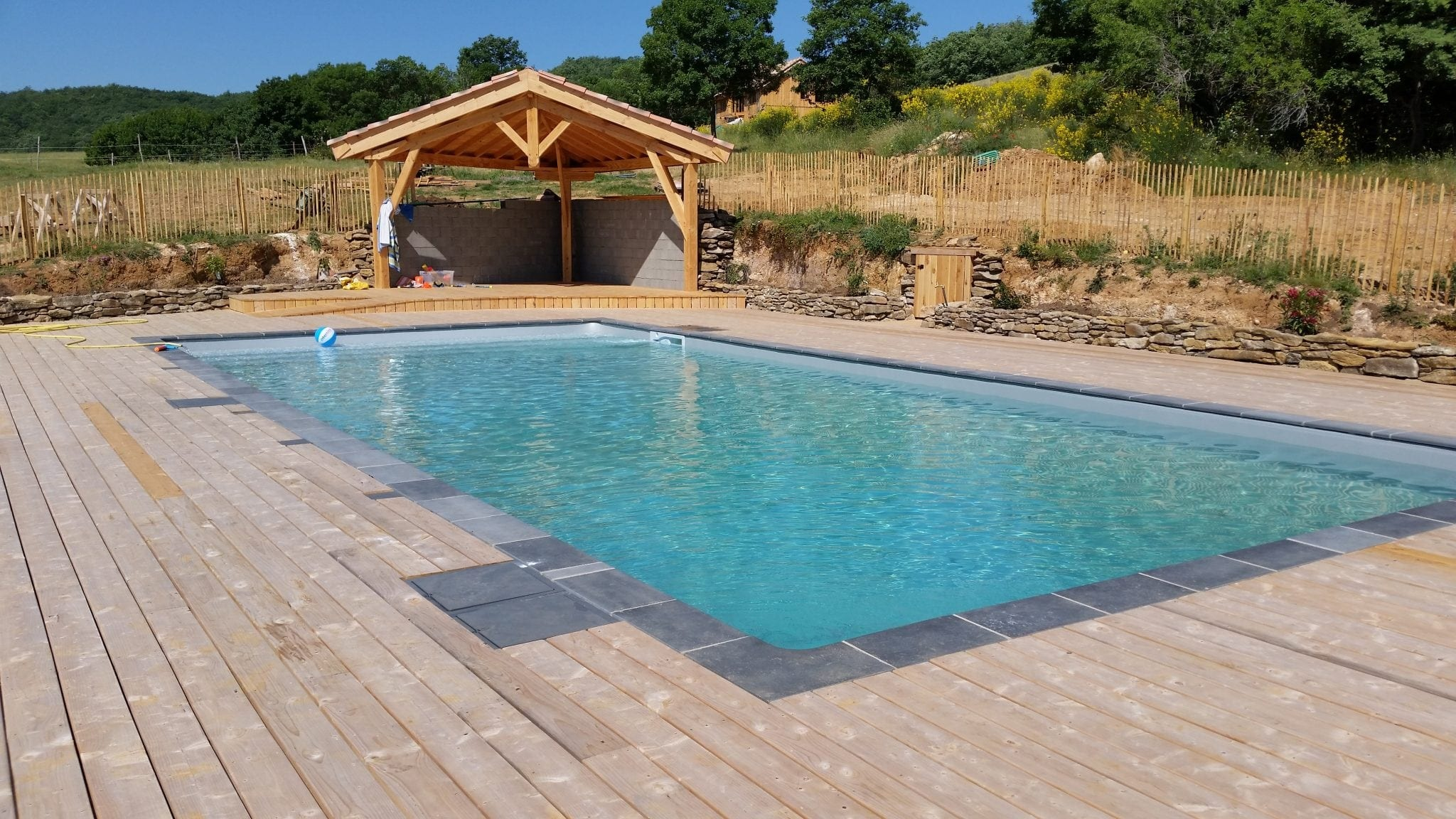 Renovation piscine narbonne dallage bois 25 btv piscine for Renovation piscine