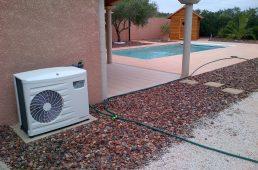 Installation d'une pompe à chaleur de piscine réalisée par BTV, spécialiste de la rénovation de piscine à Narbonne et dans tout le Languedoc-Roussillon