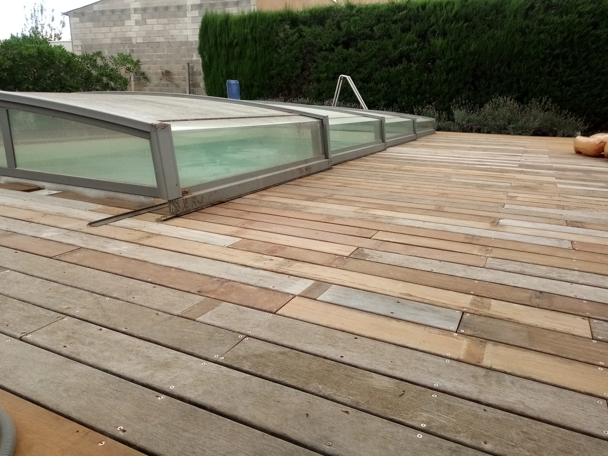 Construction d'une terrasse en bois pour piscine par BTV-piscine à Narbonne
