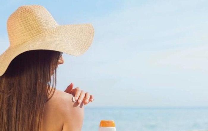 Crème solaire : démêlez le vrai du faux